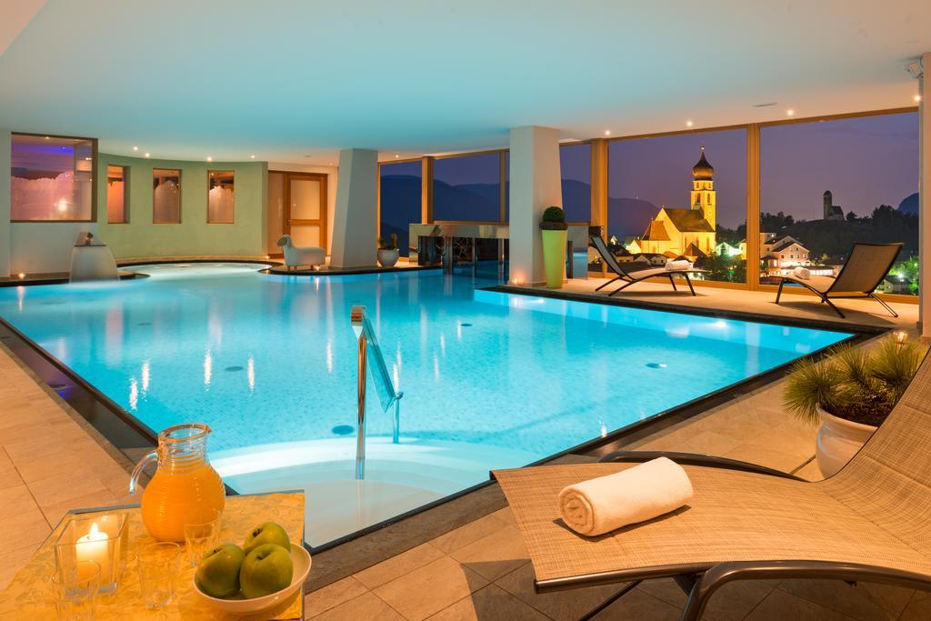 Basen w hotelu Emmy w Alpe di Siusi