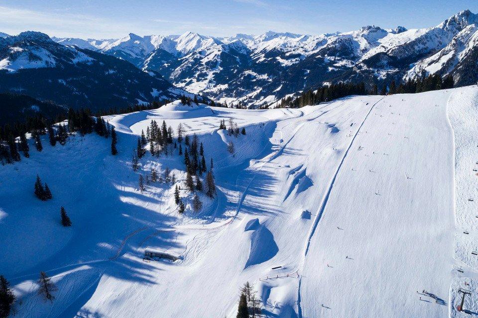 Wagrain Snowpark children skiing